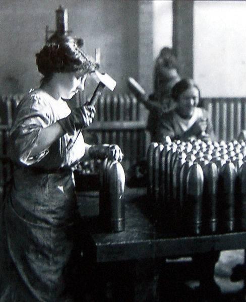 Le rôle des femmes durant la Première Guerre mondiale femme-francaise-1914