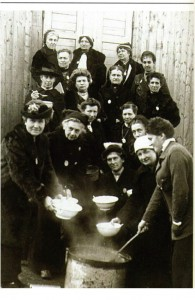 femmes-deportees-dans-un-camps-a-holzminden-195x300